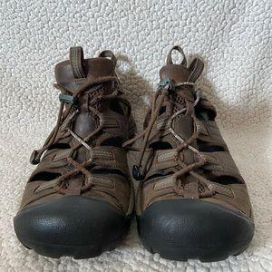 Closed back keen sandal